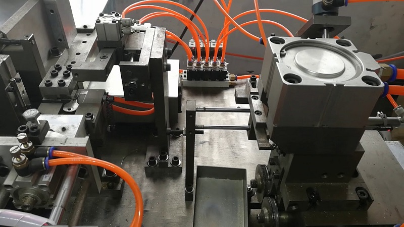 Understand Concerning The Working of Key Cutting Machines Work